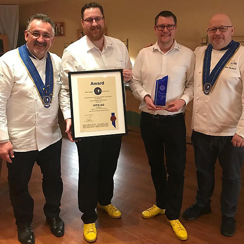Alexander Schauf, VITO AG General Director of Sales (middle left) and Jan Dünnwald, Sales West (middle right), receive the Euro-Toques Award